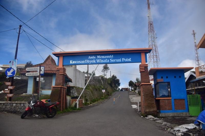gerbang masuk desa ngadisari